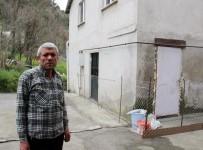 2010 YıLı - (Özel) Komşusuna Kızdı Kapısına Tel Örgü Çekti