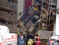 SAĞLIK EKİBİ - Tuzla'da antrepoda raflar işçilerin üzerine devrildi