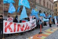 DOĞU TÜRKISTAN - Uygurlardan İsveç Parlamentosu Önünde Çin Protestosu