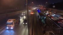 HALIÇ - Bayrampaşa Metrobüs Durağı Önünde Araç Yangını
