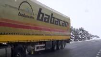 KARAYOLLARI - Erzincan'da Ulaşıma Kar Yağışı Ve Sis Engeli