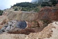 KARAYOLLARI - Heyelanın Kapattığı Yol Geçici Olarak Trafiğe Açılacak