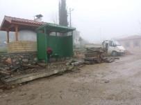 OTOBÜS DURAĞI - Körfez'de Köylere Otobüs Durağı Yapılıyor