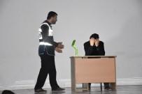 TİYATRO OYUNU - Öğrencilere Madde Bağımlılığı Tiyatro Oyunu İle Anlatıldı