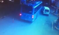 BENZIN - (Özel) Trafikten 10 Metre Kaçmak İsteyen Halk Otobüsü, Benzinlikte Böyle Kaza Yaptı
