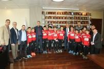 MÜKERREM TOLLU - Şampiyon Sporcular Başkan Tollu'yu Ziyaret Etti