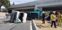 OTOBÜS ŞOFÖRÜ - Yeşilköy'de Vinç Yüklü Kamyon Üst Geçide Çarptı Açıklaması 1 Yaralı