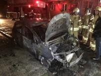 BAHÇELİEVLER - Bahçelievler'de Park Halindeki 2 Araç Alev Alev Yandı