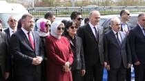 GÜREŞ - Bakan Özlü Dereceye Giren Güreşçilere Madalya Verdi