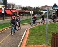 BİSİKLET - Bisikletini Alan Öğrenciler Sürmeyi Öğreniyor