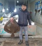 KALKAN BALIĞI - Dev Kalkan Balığı Bin TL'ye Satıldı