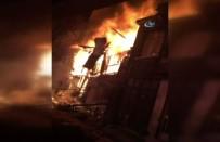 GÜVENLİK ÖNLEMİ - Fatih'te 2 Katlı Ahşap Binada Korkutan Yangın