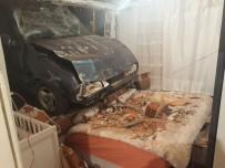 MİMAR SİNAN - Freni Boşalan Otomobil Yatak Odasına Girdi