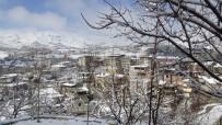 KAR KALINLIĞI - Hakkari'de Kar Sürprizi