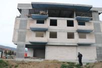 İZZET BAYSAL DEVLET HASTANESI - İnşaatın Çatısından Düşen İşçi Hayatını Kaybetti