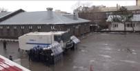 TATBIKAT - Kars'ta Çevik Kuvvet'in Yağmur Altına Tatbikatı Nefes Kesti