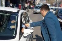 EMNIYET KEMERI - Ülkü Ocakları Emniyet Kemeri Takan Sürücülere Hediye Verdi