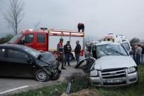 2 Otomobil Kafa Kafaya Çarpıştı Açıklaması 1 Ölü, 7 Yaralı