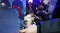 ALI ÇAKıR - Adana'da Otobüste 'Yan Bakma' Kavgası Açıklaması 2 Yaralı