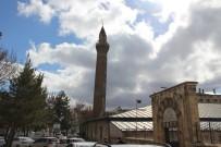 CAMİ MİNARESİ - Anadolunun Eğri Minareleri Sırrını Koruyor.
