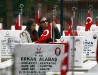 ANKARA BÜYÜKŞEHİR BELEDİYESİ - Ankara'da Şehitler Gözyaşlarıyla Anıldı