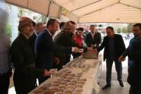 LOKANTACILAR ODASI - Asker Kıyafeti İle Üzüm Hoşafı Ve Ekmek Dağıtıldı