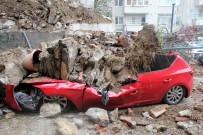 Beşiktaş'ta İstinat Duvarı Çöktü, 2 Araç Enkaz Altında Kaldı