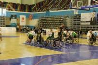 TEKERLEKLİ SANDALYE BASKETBOL - Büyükşehir Belediyesi Tekerlekli Basketbol Takımı Potada Liderliğini Sürdürüyor