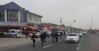 IŞIK İHLALİ - Işık İhlali Yapan Sürücü Yayalara Çarptı Açıklaması 2 Ölü