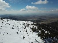 KAR KALINLIĞI - Konya'da Bahar Derbent'te Kış Yaşanıyor