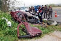 DİREKSİYON - Manisa'da Feci Kaza Açıklaması 3 Ölü