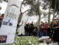 HAKAN MERİÇLİLER - Sadri Alışık mezarı başında anıldı