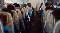 ÇANAKKALE TÜRKÜSÜ - THY Uçağı, Gelibolu Semalarında Şehitler İçin Uçtu