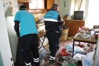 ZABıTA - Yaşlı Adamın Evinden 3 Kamyonet Çöp Çıktı