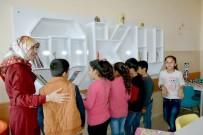 ÖĞRENCİLER - Adıyaman Belediyesinden Depremzede Öğrencilere Kitap Ve Kitaplık Desteği