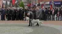 Anma Etkinliklerinde Protokolün Arasında Giren Köpek İlgi Odağı Oldu