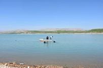 BOMBA İMHA UZMANLARI - Balık beklerken bomba geldi