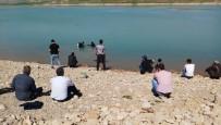 BOMBA İMHA UZMANLARI - Balıkçıların Ağına Bomba Takıldı