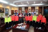 ŞAMPIYON - Başkan Yılmazer Şampiyonları Ağırladı