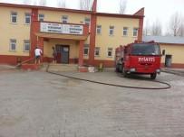 BAHAR TEMİZLİĞİ - Çaldıran Belediyesinden Okul Bahçelerinde Bahar Temizliği