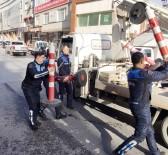 KAZIM KARABEKİR - Eyüpsultan'da Yolu İşgal Eden Dükkan Sahiplerine Zabıtadan Operasyon