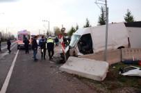 BOMBA UZMANI - ers yola girdi, polis kontrol noktasındaki bariyerlere çarptı!