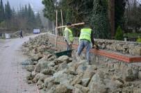 KÖSEKÖY - Kartepe'de Mezarlık Duvarlarının Yapımı Bitiyor