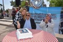 MEHTER TAKIMI - Mehter Takımı Eşliğinde Sürpriz Doğum Günü Kutlaması