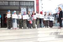 SAYGI DURUŞU - Miniklerden 'Çanakkale Geçilmez' Gösterisi