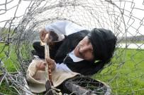 PROTESTO - (Özel) Balık Katliamlarına Dikkat Çekmek İçin Telden Yaptığı Balığın Karnında Saz Çaldı