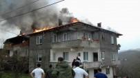 KURUDERE - Sakarya'da Lodosla Büyüyen Çatı Yangını Korkuttu