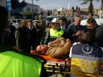 IŞIK İHLALİ - Samsun'da 2 Otomobil Polis Aracına Çarptı Açıklaması 2 Yaralı