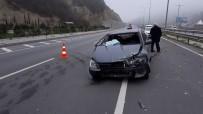 DİREKSİYON - Samsun'da Otomobil Bariyere Çarptı Açıklaması 1 Yaralı