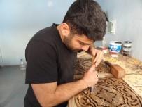 İDLIB - Suriyeli Mülteci, Oyma Sanatı İle Tahtalara Şekil Veriyor